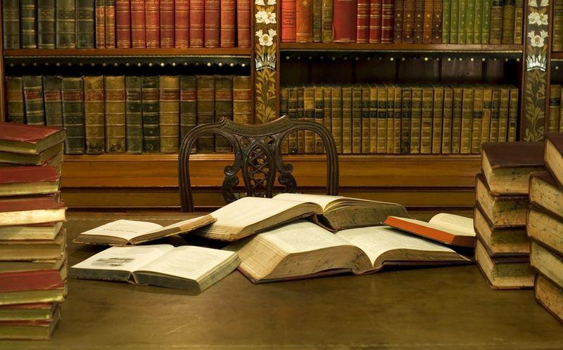 Desk-with-books4