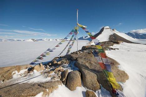 20090218-tibetan-prayer-flags-antartica