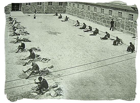 Prisoners-chipping-stones-on-robben-island-apartheid.jpg w=990