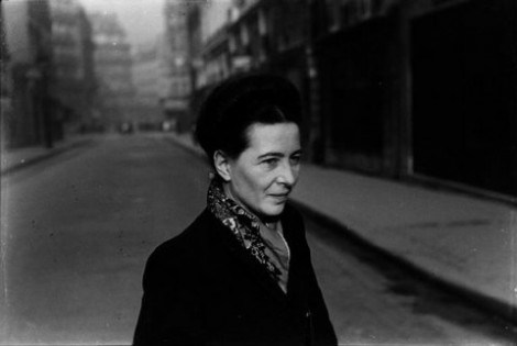 Simone-de-beauvoir-par-henri-cartier-bresson-paris-1952-e1390045218175