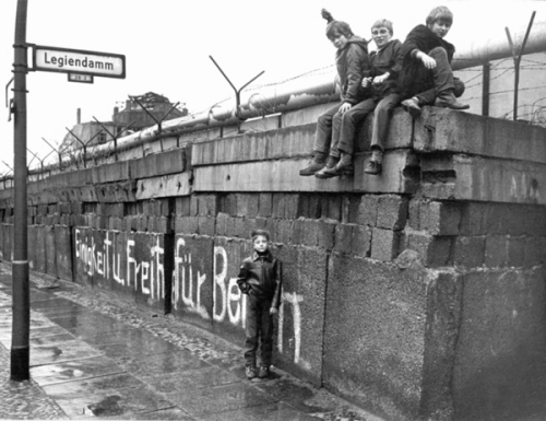 Berlin Wall children