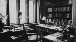 Freud's desk 3